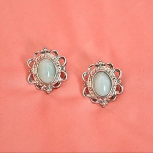VINTAGE PALE BLUE CRYSTAL STONE AND SILVER EARRING